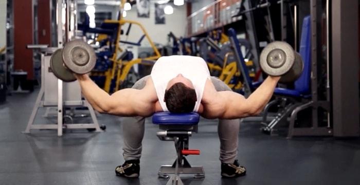 Разведение рук с гантелями лежа - упражнения для грудных мышц